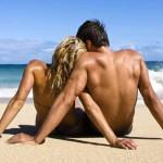 Пары на берегу моря — фото